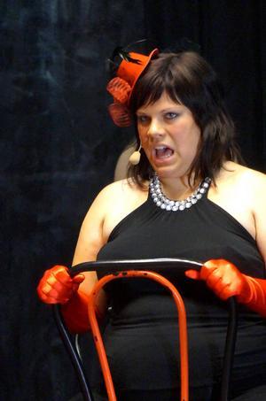 Alexandra Engdahl spelar Sally. En av huvudrollerna i Cabaret.