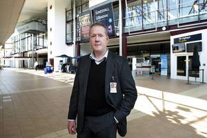 Frank Olofsson, chef för flygplatsen, är glad över EU-kommissionens beslut.