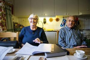 Margareta och Erik Eriksson i Stöde är stolta över att ha Edla Brännlund själv inspelad när hon läser sin Hubergssång på band.