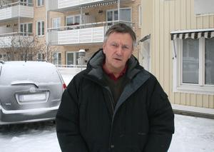 Lars Wilhelmsson lovar att 90-åringen ska få flytta till ett boende med bättre tillsyn.