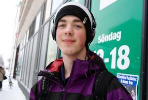 Filip Granström, Östersund.– Jag åker tillskolan varje dag med buss och är nöjd. Det är hyfsat billigt att åka.