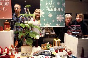 Göran Posthuma, Katarina Widegren, Ingela Fredell och Johanna Thofelt har jobbat med julskyltningen på Designcentrum som öppnar på lördagen