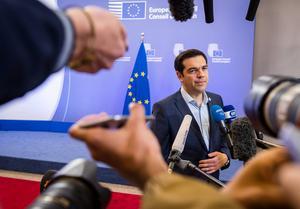 I skottlinjen. Greklands Tsipras har nu att försöka få igenom uppgörelsen på hemmaplan.