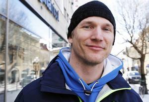 Niklas Olsson, Östersund1. Nej det tror jag inte att man kan göra. 2. Nej om det inte har ingått i grundofferten tror jag inte det. 3. Nej det tror jag inte heller, men det är ju svårt att bevisa det.
