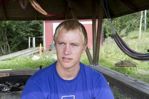 SIKTAR HÖGT. Andreas Tibring från Tierp började hoppa för fyra år sedan. Sedan dess är han biten.