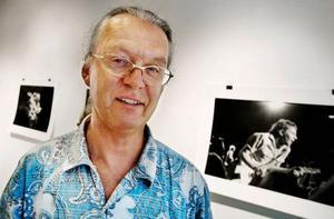 Lennart Jonasson låter oss möta en kär och galen Ulf Lundell på galleri Bolin & Bastard. Foto: Lars-Eje Lyrefelt