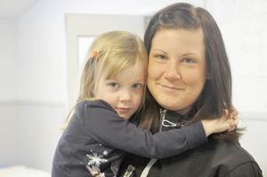 Emma Ryyti med dottern Venla.