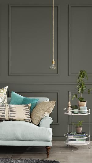 Hetast. Gröna nyanser toppar trendlistan just nu, ju dovare desto bättre. Med ljusa möbler upplevs rummet ändå inte som mörkt.