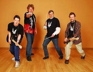 Europe 2, JönköpingVi är ett coolt rockband från Jönköping som bildades år 2006. Först i början var det Erik och Micke som lirade tillsammans, eftersom en kille hellre ville vänta ett tag innan han kom med i bandet. Vår allra första spelning genomförde vi på KFUM Ungdomens Hus i Jönköping den 12 maj 2006. Vi lirade cirka sex–sju rockiga låtar, vår blivande medlem stod och filmade på scenen när vi lirade som bäst. Alla bandets texter är skrivna av Micke och Jonas. Musik är framnynnad av bandet och arrangerad av två Jönköpingsmusiker. Stilen är varierad. Eget och covers blandas i en skön mix. Allt mellan tuff rock som Europe till dansband à la Vikingarna.