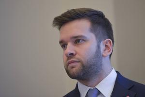 Folkhälsominister Gabriel Wikström (S), föreslår skärpt tobakslagstiftning. Då krävs att multinationella tobaksjättar inte kan stämma svenska staten.