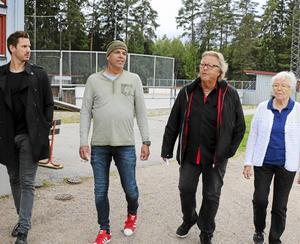 Styrgruppen bakom allaktivitetshuset är nöjd med att kommunen skjuter till extrapengar till bygget. Joacim Eriksson, Meindert Hamstra, Roger Westblom och Gerd Andersson har kämpat för satsningen ska bli verklighet.