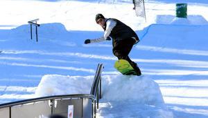 Måns Hedberg var tillbaka i Bollebacken på söndagen för att köra ett par åk i slopestylebanan.