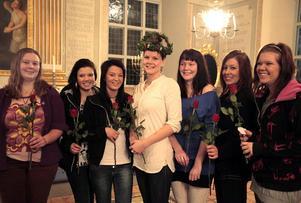 Årets luciatåg består av (från vänster): Magdalena Hamlin, LInn Nordvall-Dässman, Jessica Carlsson, Sofie Eriksson, Emma Nilsson, Johanna Brink och Mariette Undin.