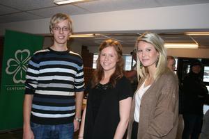 Peter Björk, Frida Karlsson och Emma Göthlin bjöd in de politiska partierna till Alléskolan. Deras projektarbete handlar om att få fler unga att rösta i valet i höst.