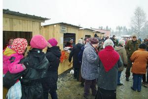Det var hundratals besökare på marknaden trots det obeskrivligt tråkiga vädret