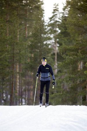 Här skidar Lars Ekengren sista långloppsträningen på Hällåsen i Söderhamn inför Vasaloppet, som han kör i dag.