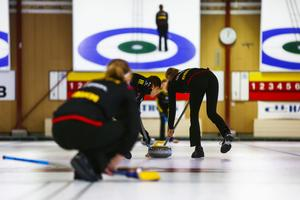 Team Woolpower, träning på Östersunds curlinghall. Målet är JVM i februari.