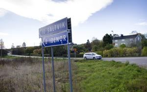 Vid ett kombinationsalternativ måste ett nytt spår dras någonstans i Måsta, Visvall-området.
