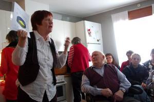 Gunilla Hedin blev inbjuden av PRO för att diskutera neddragningarna i äldreomsorgen. Foto: Carin Selldén