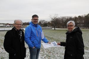 Tore Waltersten,  Siv Ahlstrand och Magnus Sköld vill bevara det gröna området. De har nu skrivit till flera kommunala nämnder och begärt ett möte.