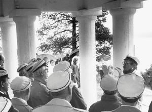 Den 24 maj 1990. Under Ingemar Lundhs ledning tar sångarförbundet ton i templet i samband med gökottefirandet.