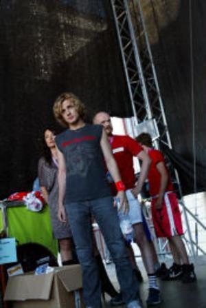 Bodies without organs, som låg på listan med Open door, uppträdde i programmet.