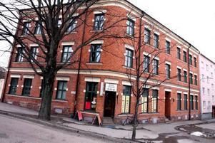 Svedinger Fastigheter som äger ett dussintal fastigheter i Gävle, däribland dessa, gör störst vinst per lägenhet i Mellansverige, hävdar Hyresgästföreningen.