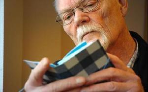 Nu kan Lennart Janssons böcker köpas och läsas. Hans små böcker har tidigare varit hans lilla ensak.FOTO: CHRISTER NYMAN