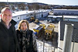 Glada miner var det när Lars Persson (FP) och Marie Selin, Mitthems vd, presenterade planerna på nya studentbostäder i går.