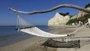 Privat strand, som gjord för en romantisk semester, på den hyllade golfresorten Thracian Cliffs.   Foto: Johan Öberg
