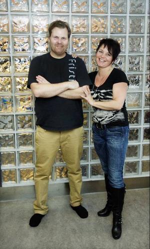 """LT träffade Magnus Nilsson och Petra Adolfsson för tre månader sedan när de precis hade börjat sin träning. I går var det ett lättare och ett sundare träningspar som kom upp på redaktionen. Tillsammans har de gått ned 18 kilo på tre månader. """"Mycket mer än vi vågat hoppas på"""", säger de."""