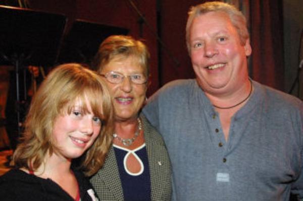 Anna, Märta och Lasse Johansson - tre generationer med musik- och skrivartalang.