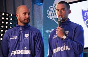 Motalas tränare Mattias Sjöholm och spelaren Erik Ivarsson på den årliga upptaktsträffen.