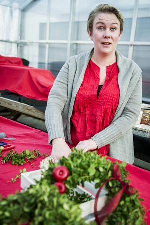 Linda Täfvander tycker om att ta ut svängarna i sitt arbete och i år har hon satsat stort på att få till julstämningen på Evonella Garden.