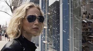 Jennifer Lawrence spelar den ensamstående småbarnsmamman Joy Mangano i