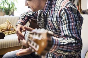 Zed Aldbessi är musiker från Syrien, men bor nu i Järvsö.