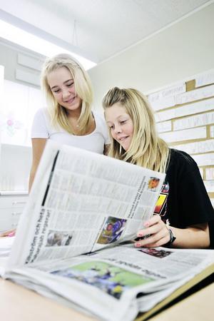 Horoskop och serierna är extra roliga, tycker Oline Gantemar och Erica Söderqvist.