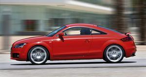 Trots att dagens upplaga av Audi TT är helt omgjord, jämförd med ursprungsmodellen från 1998, så går det inte att ta miste varifrån generna kommer. Den är fortfarande kul att köra även i anständiga hastigheter.
