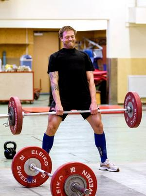 CrossFit Örebros klubbmästerskap innehöll tre pass. I det första passet ingick bland annat marklyft, där herrarna skulle lyfta 80 kilo och damerna 50.
