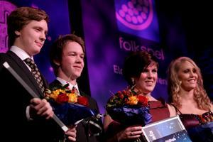 Nominerade till Årets unga ledare. Från vänster: Andreas Sundin och Lukas Dahl från Gasarna Speedway, Linda Andrén från Löftadalens dragkampsklubb och  Therese Larsson,  Örnsköldsviks gymnastik klubb.