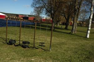 Blev park. För 50 år sedan började arbetet med att göra en park vid sjön Ljustern intill där Prästgärdsskolan ligger idag. Här var det dessförinnan bara ett dyhål.