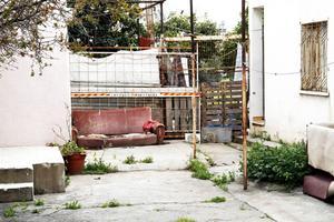 Vi träffade Mehmet Cakici i en väns hus i staden Limassol. Nyligen tvingades han flytta. Nu bor han hos en annan vän. Mehmet vet hur länge han får stanna.