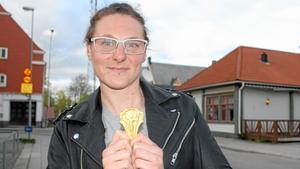 Malena Hede med guldmedaljen.