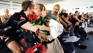 Blommor till instruktörerna Björn Lans och Anna Hammarström från kranskullan Catrine Linck Strandberg.