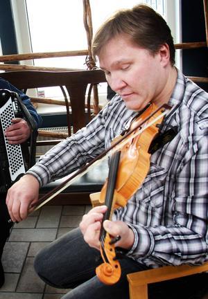 Ola Rörborn är med som ledare för alla spelglada musiker under Näckenstämman.