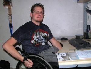 Jonas Strandberg, Östersund, är efter en olycka 1994 rullstolsburen. Hans olycka ledde till starten av företaget Assistanslotsen AB, ett företag som han deläger och som efter nio års verksamhet har 840 anställda i hela landet.