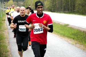 Bile Abdiaziz, Internationella Löpargruppen, strax före Lars Kongsholm, Alnö Race Team.