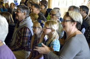 Irja Enquist tog med sig Molly Enquist och Isabelle Sundgren till familjejazzen.