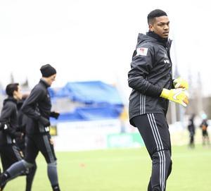 Jamal Blackman – där har ni det senaste tillskottet till Östesunds FK. Engelsmannen fyller därmed den lucka som laget haft hela vintern, bakom Aly Keita och Haraldur Björnsson.  Blackman lånas ut från Chelsea till 31 maj.