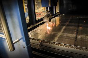 Genom att använda laser kan man skära med stor precision i plåttjocklekar upp till 20 millimeter.
